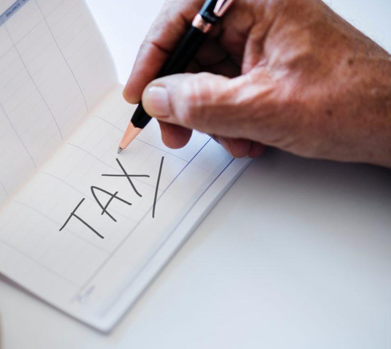 Иностранная компания, зарегистрированная в российских налоговых органах, обязана сама уплатить НДС